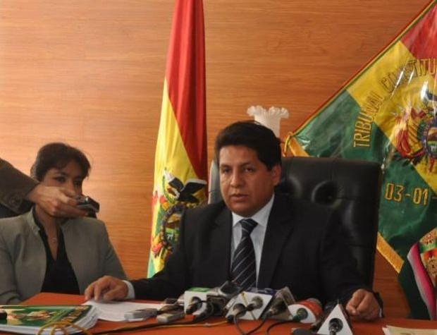 O presidente do Tribunal Constitucional Plurinacional, Ruddy Flores, anuncia o rechaço ao aborto na Bolívia (foto: TCP/divulgação)