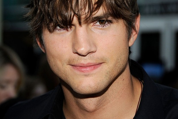 Ashton Kutcher sai em defesa de trocadores de fralda