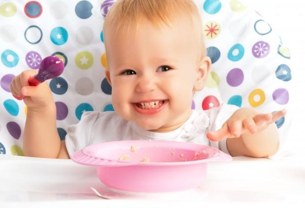Variados alimentos devem ser oferecidos aos bebês a partir dos 6 meses de idade