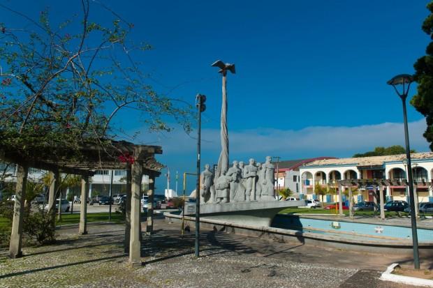 Monumento em homenagem aos imigrantes açorianos (foto: divulgação/Governo do Estado de Santa Catarina)
