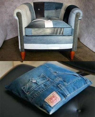 Aqui os jeans forraram uma poltrona e serviram de capa de almofada. Crédito: Divulgação.
