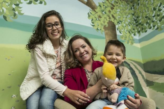 Kauanny, Angelita e Noah. Foto: Marcelo Andrade/Gazeta do Povo.