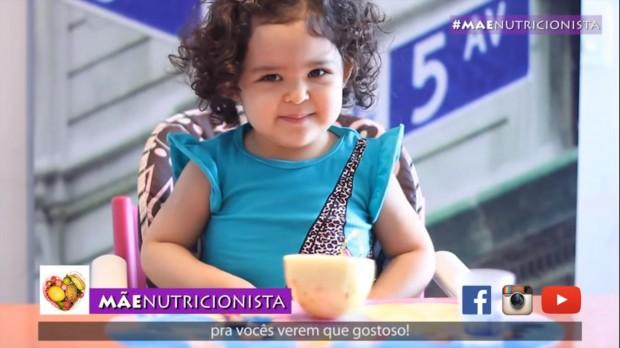 Menina de 3 anos faz sucesso na internet com vídeos sobre alimentação saudável