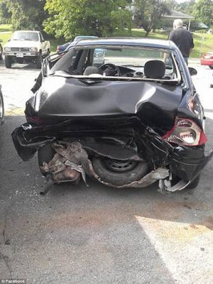 O carro de Justice, após o acidente.