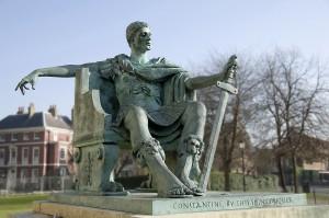 Estátua do Imperador Constantino, em York, Inglaterra.