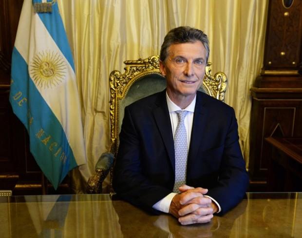 Macri: servidores terão que (trabalhar) para comer