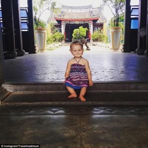 Esmé fazendo pose no Vietnã.