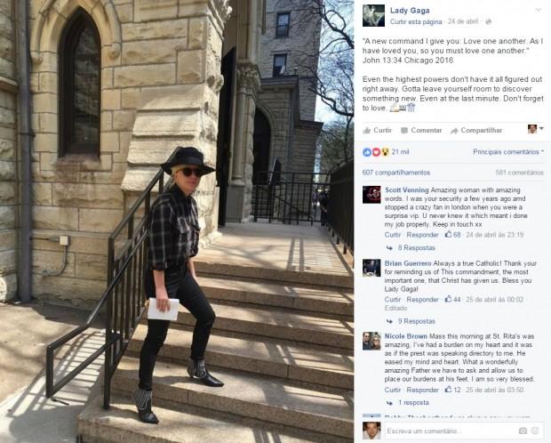 Lady Gaga visitando uma igreja católica em Chicago. Foto postada em 24 de abril deste ano.