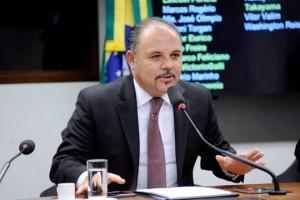 Deputado Flavinho, de São Paulo, teve a eleição impulsionada pela carreira de cantor católico e apresentador de TV. (foto: Agência Câmara)