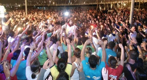 Encontro carismático ocorrido no município de Pinhais. Movimento leva multidões aos seus eventos. (foto: divulgação)