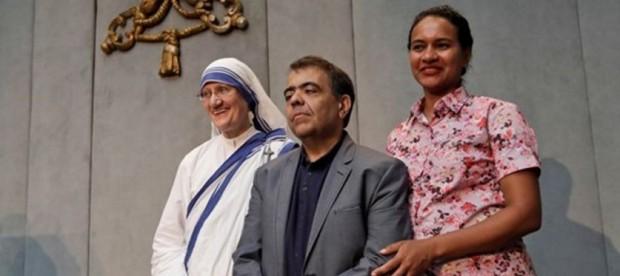 Marcílio, ao lado da esposa e da superiora da congregação fundada por Madre Teresa (foto: Rádio Vaticano/divulgação)