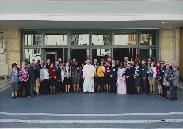 Papa Francisco e auditores do Sínodo.