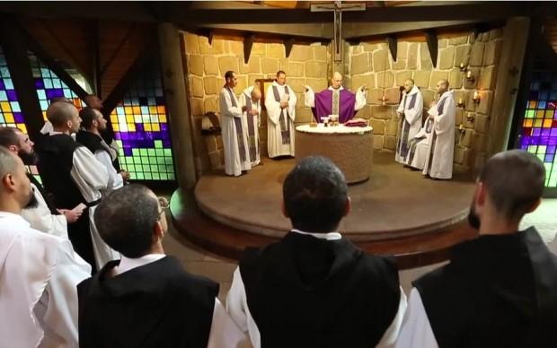 Para frades e monges, o celibato é parte constituinte da sua própria identidade na Igreja. Na foto, os trapistas de Campo do Tenente (PR).