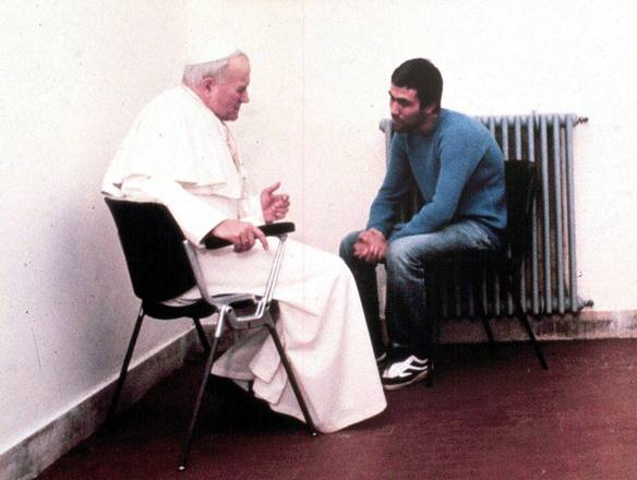 Visita de João Paulo II a Ali Agca na prisão, em 1983 (foto: L'Oservatore Romano)