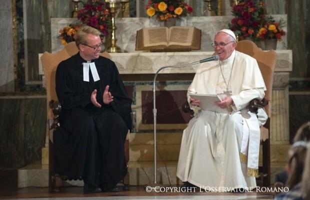Francisco visita a Igreja Luterana de Roma, em novembro de 2015.