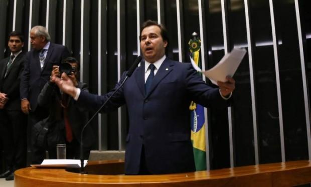 O presidente da casa, Rodrigo Maia (DEM-RJ) disse que tomará essa atitude toda vez que o STF legislar no lugar do Congresso (foto: Agência O Globo).