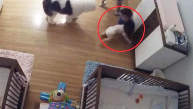 Bebê cai do trocador e irmão de 9 anos se lança ao chão para salvá-lo