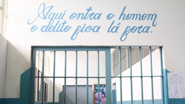 APAC de Santa Luzia, em Minas Gerais. Depois de comprovar bom comportamento, o goleiro Bruno agora está preso lá. Foto: Bernardo Pombo e Luiz Cláudio Amaral/Globo Esporte.