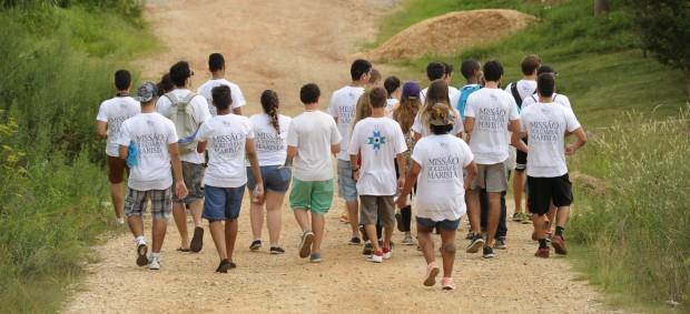 Jovens realizando missão em Almirante Tamandaré (PR). Foto: João Borges.