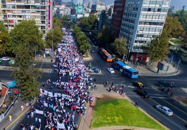 10 mil pessoas marcharam pela vida em Santiago. Foto: Chile Marcha por la Vida
