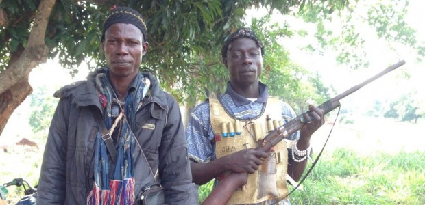 Homens da milícia cristã Anti-Balaka, na República Centro-Africana (foto: Wikimedia Commons)