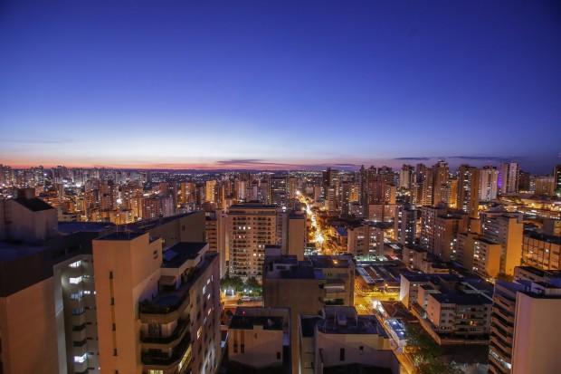 Londrina ao anoitecer (foto: Daniel Castelano/Gazeta do Povo).
