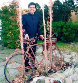 Mahanandia ainda tem a bicicleta da viagem, mas agora ela virou uma obra de arte para lembrar a história.