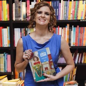 Micaela Góes e seu novo livro (foto: divulgação)