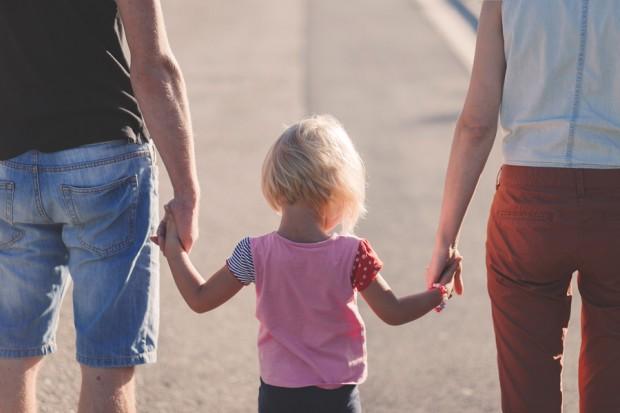 Crianças aprendem através das atitudes dos pais