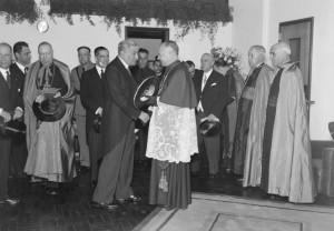 O presidente Salazar e o cardeal dom Manuel Gonçalves Cerejeira, então patriarca de Lisboa, apoiador do chamado Estado Novo.