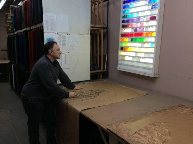 No vitral tradicional, conhecido como vitral de chumbo, o vidro já é produzido colorido. Foto: Vitrais Zanon.