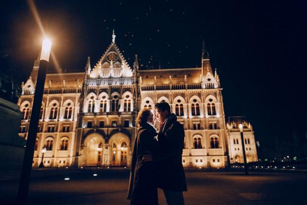 Casal em Budapeste, capital da Hungria (foto: Bigstock).