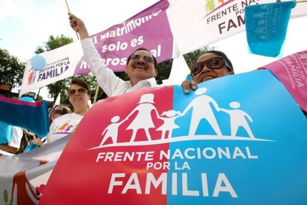 Protesto contra o casamento homossexual ocorrido no México, em setembro de 2016 (foto: divulgação)
