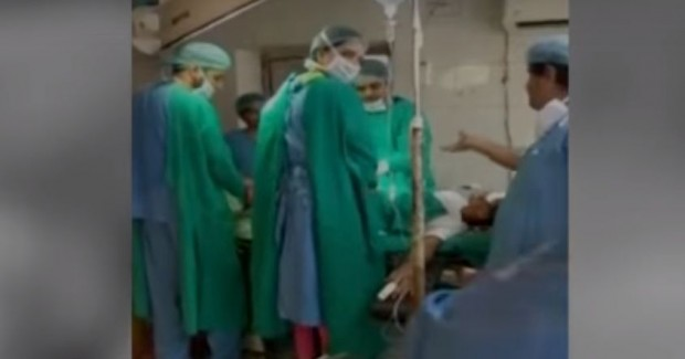 Médicos discutem no meio do parto e bebê morre durante cesárea