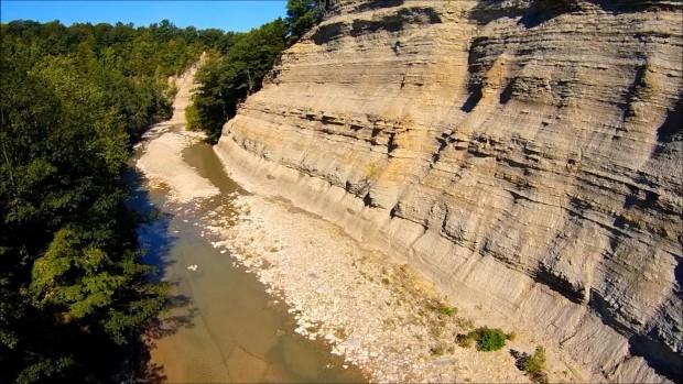 O vale de Zoar, no estado de Nova York, onde a família caiu (foto: reprodução/YouTube).