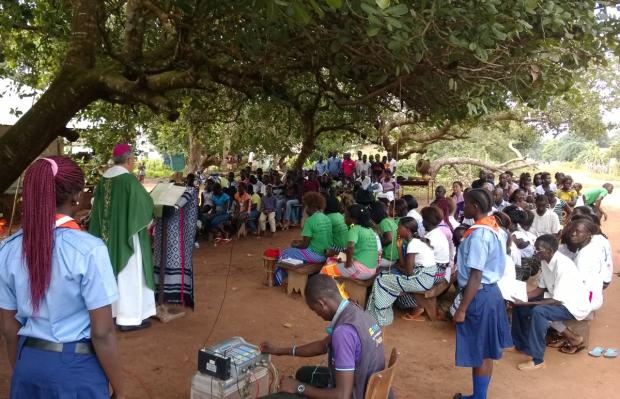 Missa celebrada na Missão Beato Paulo VI, em Guiné-Bissau (foto: divulgação/CNBB Regional Sul II).