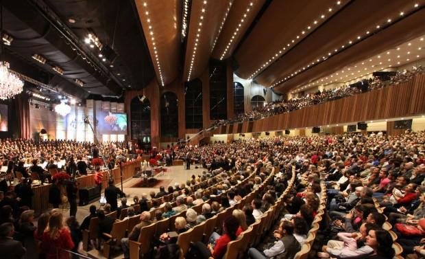 Foto da Primeira Igreja Batista de Curitiba, uma das maiores do país (Crédito: Agência Estadual de Notícias)