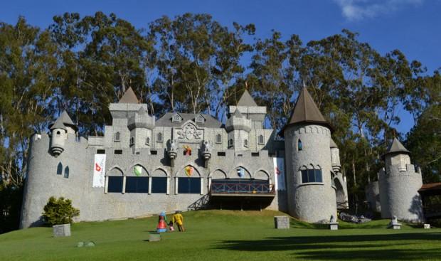 Que tal se hospedar num hotel com um Castelo Medieval?