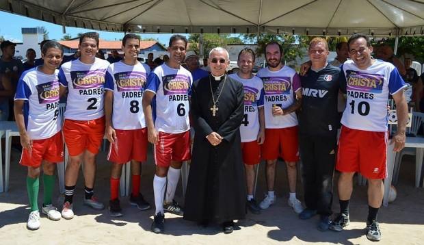 O time dos padres e o seu presidente, o bispo dom Henrique Soares da Costa. Foto: Facebook/Dom Henrique Soares da Costa