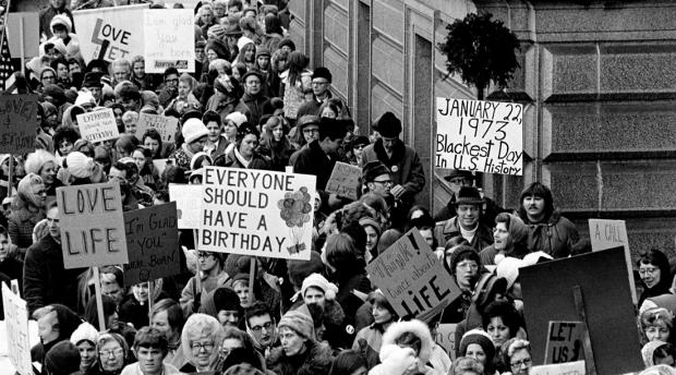 Protestos contra a legalização do aborto nos EUA em 1973. Divulgação