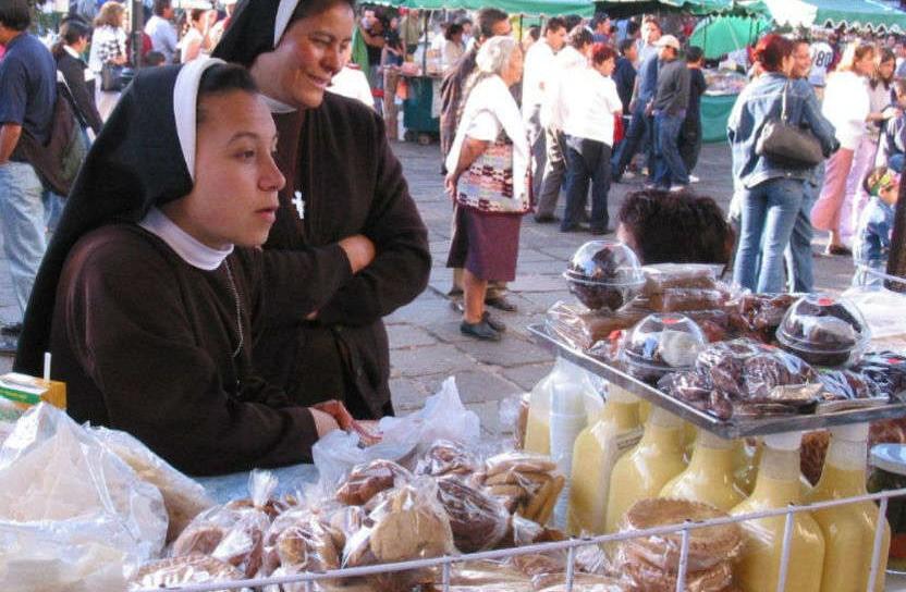 Freiras clarissas vendendo biscoitos e rompope no México. Foto: Governo do México