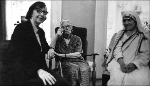 Eileen Egan, Dorothy Day e Santa Teresa de Calcutá.