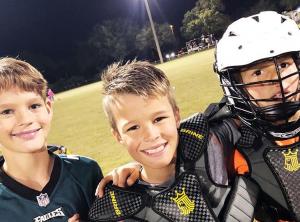 Três dos 16 filhos em um dos momentos esportivos da família (foto: Reprodução/Instagram).