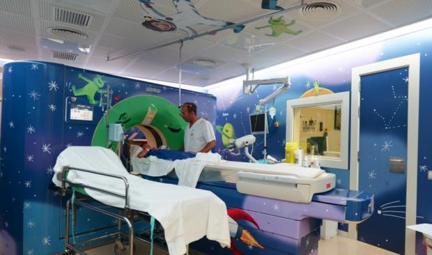 Sala de ressonância magnética no hospital Sant Joan de Déu, na Espanha (foto: divulgação).
