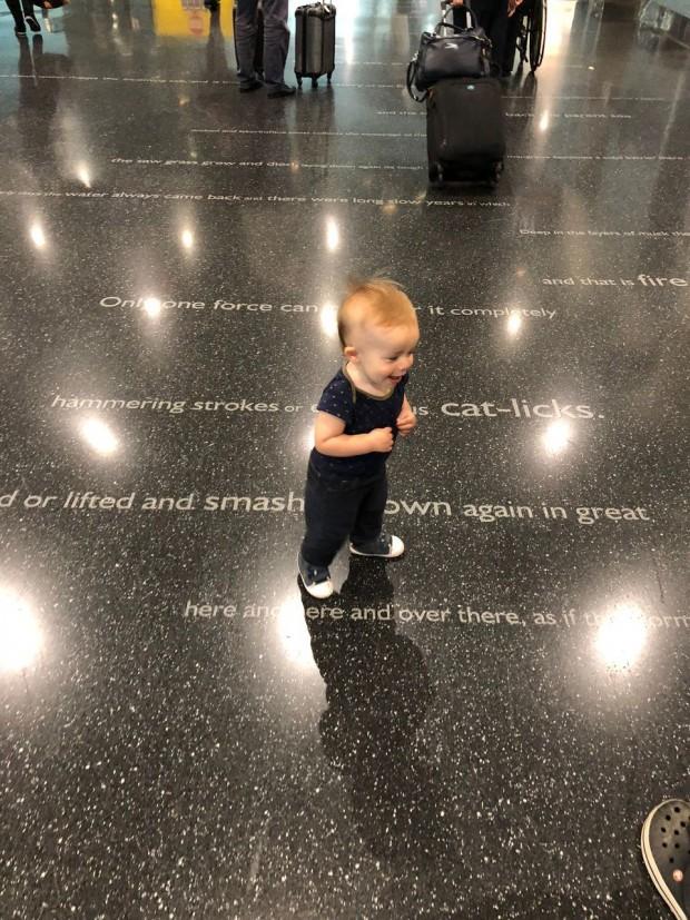 Crédito: Arquivo Pessoal do nosso baby no aeroporto