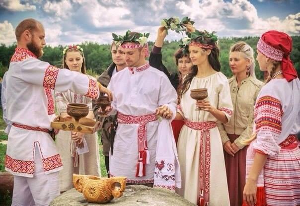 Celebração de casamento segundo a Fé Nativa Eslava. Foto: Wikimedia Commons.