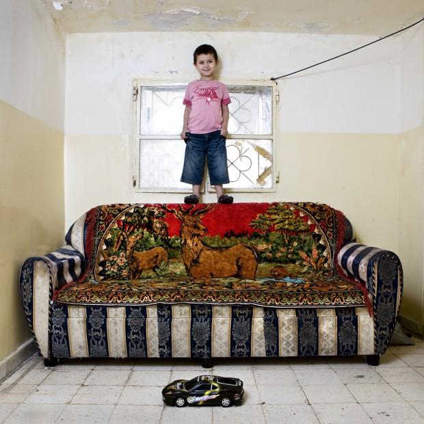 Taha de 4 anos, vive no campo de palestinos de Beirute, no Líbano.