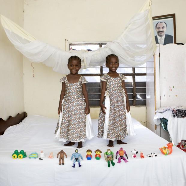 Arafa e Aisha Saleh Aman, de 4 anos, moram em Bububu, no Zanzibar.