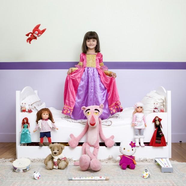 Roxanne vive em Paris, na França, e tem 5 anos.