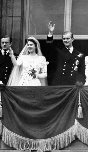A então Princesa Elizabeth e o Príncipe Philip, em 1947, logo após a cerimônia de seu casamento (fotos: FlickR oficial da Coroa Britânica).